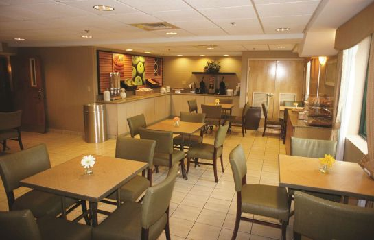 Restaurant La Quinta Inn Ste Boston Somerville