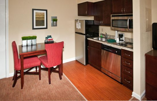 Hotel-Bar Homewood Suites Charlotte North-Univ Research
