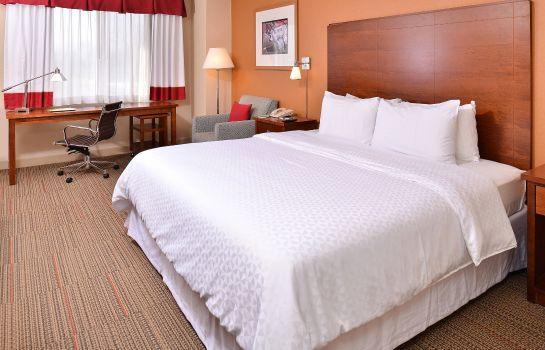 Zimmer Four Points by Sheraton Detroit Metro Airport