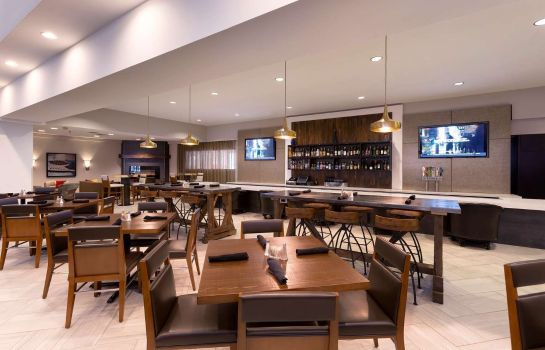 Hotel-Bar DoubleTree Suites by Hilton Nashville Airport