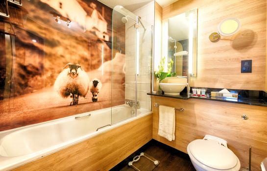 Bathroom Leonardo Royal
