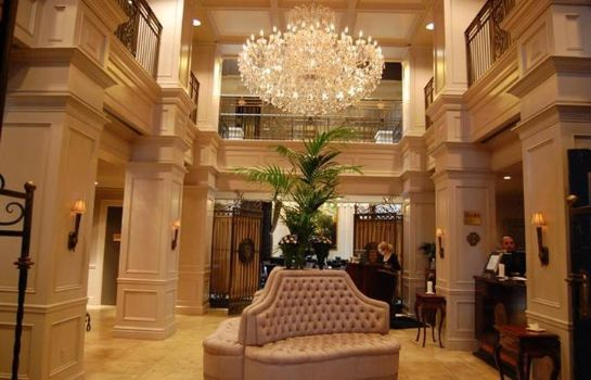 Hall THE WINDSOR ARMS HOTEL