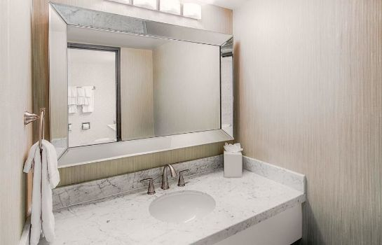 Bathroom Hotel RL by Red Lion Salt Lake City