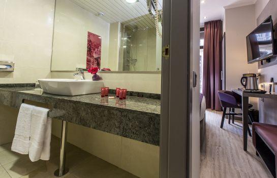 Bathroom Leonardo Hotel Las Ramblas
