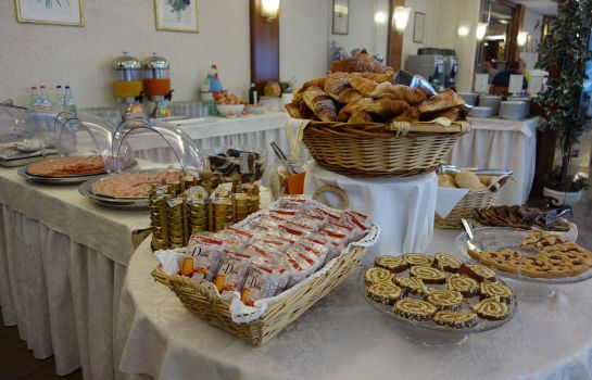 Breakfast buffet Euromotel Croce Bianca