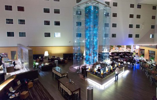 Hotelhalle RADISSON BLU LONDON STANSTED