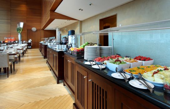 Breakfast buffet Eurostars Grand Marina