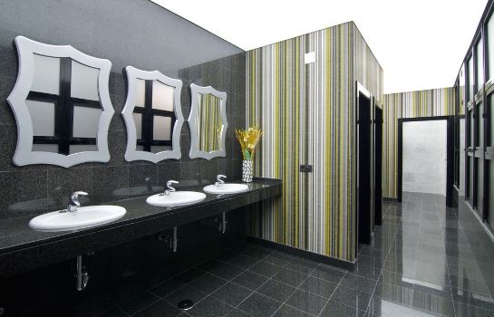 Bathroom Hotel Puente Real
