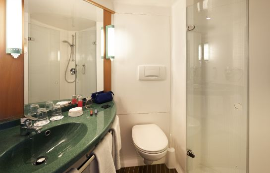 Bagno in camera ibis Berlin Spandau
