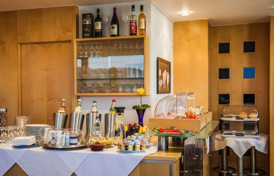 Breakfast buffet City Hotel Garni