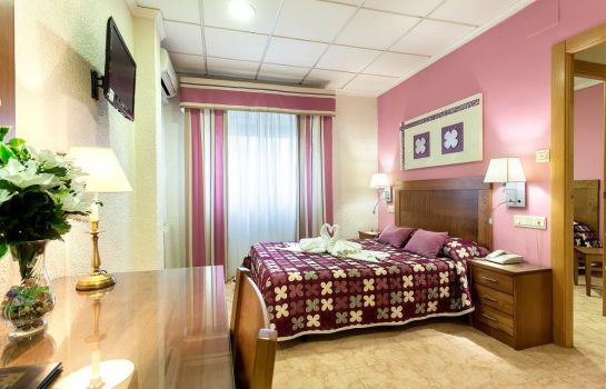 Four-bed room Hotel Manolo