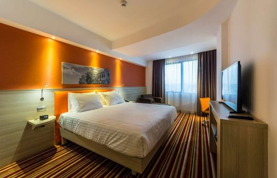 Camera Hampton by Hilton Iasi