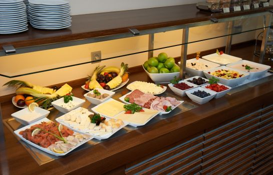 Breakfast buffet Am Stadtgarten Designhotel