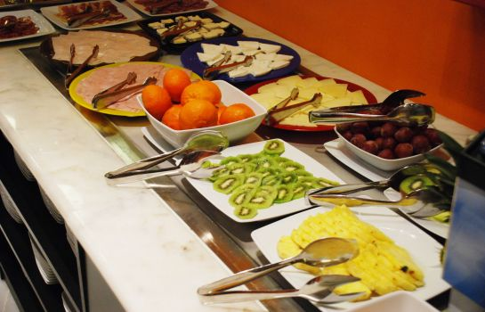 Breakfast buffet Petit Palace Arana