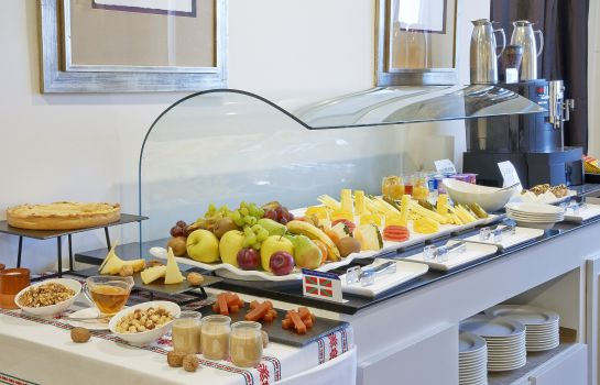 Breakfast buffet NH Bilbao Zubialde