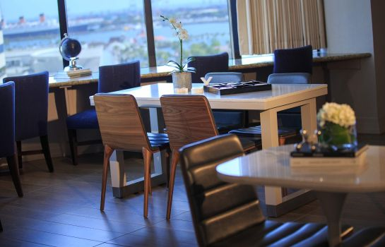 Hotel-Bar Renaissance Long Beach Hotel