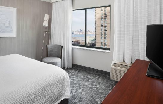 Suite Courtyard Jersey City Newport