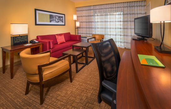 Suite Courtyard Williamsburg Busch Gardens Area