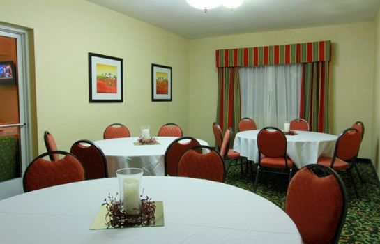 Conference room La Quinta Inn & Suites by Wyndham Knoxville Airport La Quinta Inn & Suites by Wyndham Knoxville Airport