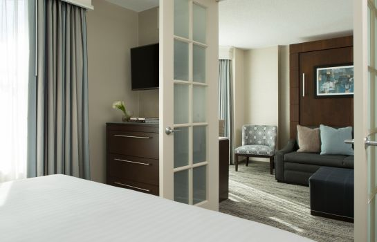 Room Chicago Marriott Suites Downers Grove