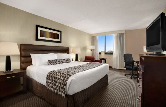 Zimmer Crowne Plaza COLUMBUS NORTH- WORTHINGTON