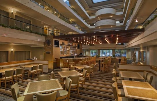 Hotel bar Embassy Suites by Hilton Lexington Green