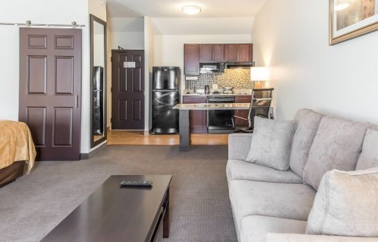 Zimmer MainStay Suites Pittsburgh Airport
