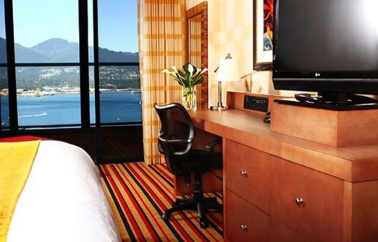 Zimmer Pinnacle Hotel Vancouver Harbourfront