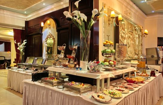Petit-déjeuner buffet Queen's Astoria Design Hotel