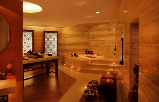 Massage room The Metropolitan Hotel and Spa New Delhi
