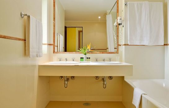 Bathroom Pestana Delfim Beach & Golf Hotel - All Inclusive