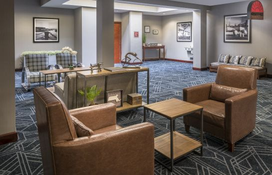 Vestíbulo del hotel Four Points by Sheraton Boston Logan Airport Revere