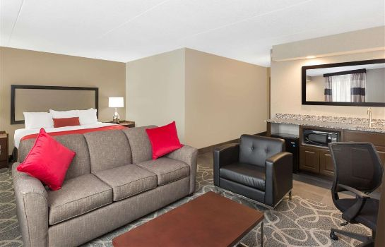 Suite Ramada by Wyndham Des Moines Airport