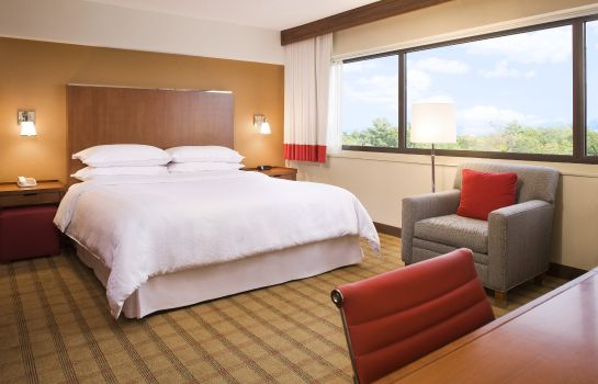 Zimmer Four Points by Sheraton Norwood