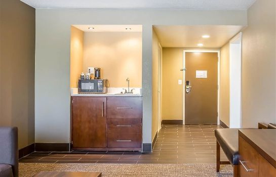 Suite Comfort Inn and Suites Aberdeen near APG