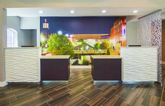 Hotelhalle La Quinta Inn and Suites Oklahoma City - NW Expwy