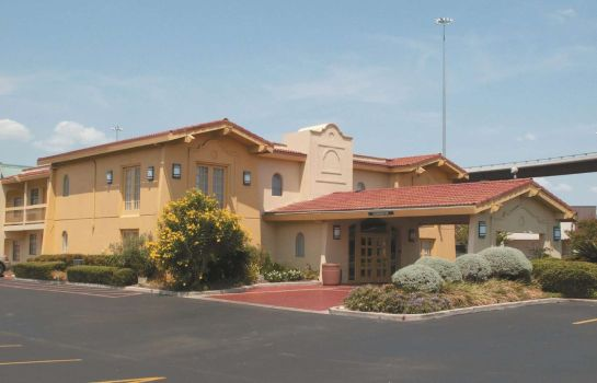 Exterior view La Quinta Inn Austin University Area