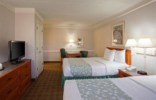 Room Super 8 by Wyndham San Bernardino
