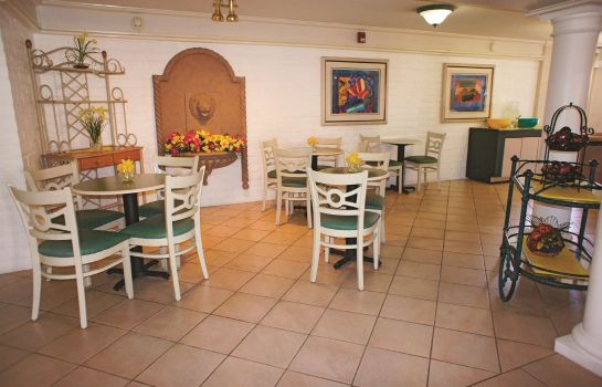Restaurant La Quinta Inn Bakersfield South