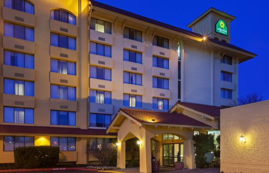 Exterior view La Quinta Inn Seattle Sea-Tac Airport