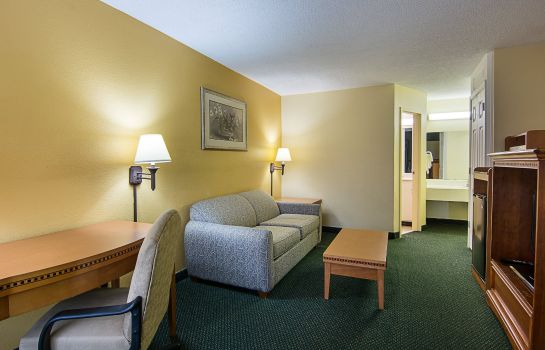 Zimmer Econo Lodge Inn & Suites Williamsburg