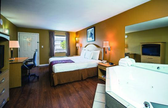 Suite Quality Inn Branson - Hwy 76 Central