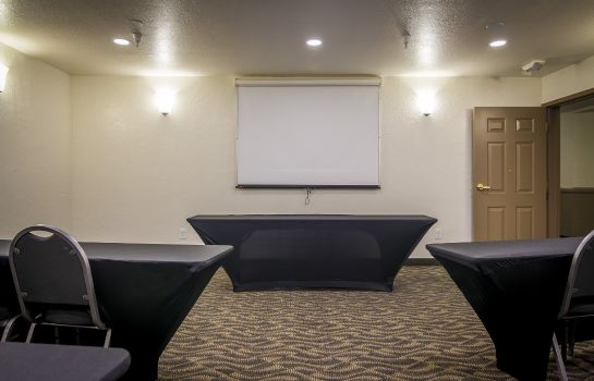 Conference room La Quinta Inn Ste Red Rock