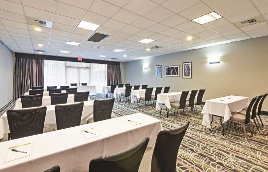 Conference room La Quinta Inn Ste New Orleans Airport