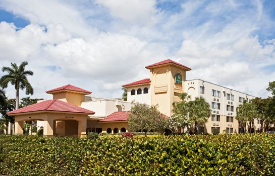 Exterior view La Quinta Inn Ste Cypress Creek