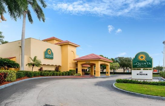 Außenansicht La Quinta Inn & Suites by Wyndham Ft Lauderdale Cypress Cr
