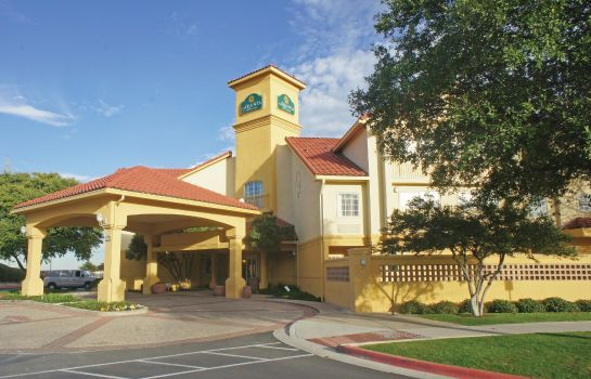 Exterior view La Quinta Inn Ste Austin at The Domain