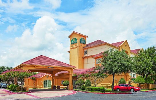 Exterior view La Quinta Inn Ste Dal Arlington South