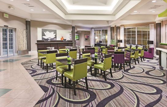 Lobby La Quinta Inn Ste Dal Arlington South