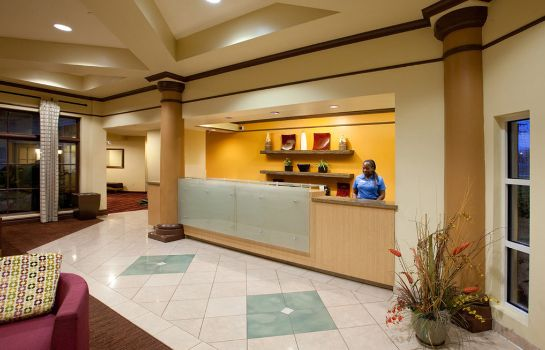 Hall La Quinta Inn and Suites Alexandria Airport